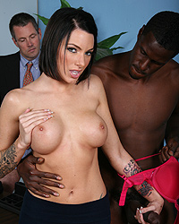 Juelz Ventura - White guy with small dick watches hung black man fuck his doctor